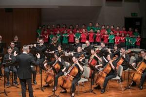 表演嘉賓「葉氏兒童合唱團」與「E大調合奏團」合作家傳戶曉的音樂《小太陽》