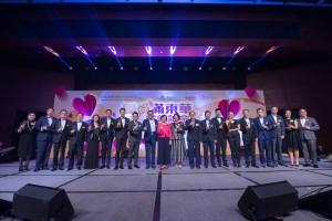 图三为一众嘉宾于「信善紫阙玄观45周年坛庆诚意呈献:爱心满东华慈善晚会」上祝酒。
