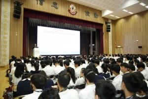 多位專家與學生就「馬來西亞青年人在『一帶一路』參與情況」、「『一帶一路』制度構建」、「『一帶一路』的青年政策(緬甸)」及「『一帶一路』與青年機遇」作出分享,台下學生留心細聽。