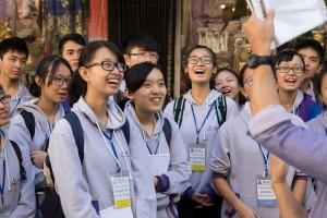 東華三院學生大使參觀唐人街,實地參訪及認識海外華人的歷史。