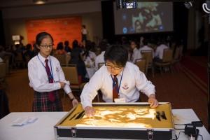 學生大使於展覽晚宴上作沙畫及無伴奏合唱表演,使晚宴更添藝術氣息。