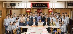 東華三院學生參訪團探訪台山寧陽總會館,獲寧陽總會館副主席李殿邦先生(坐者左二)及合和總會館前任主席鄧灼照先生(坐者左一)熱情接待。