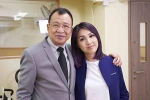 圖三:「東華之友」星級榮譽大使楊千嬅小姐與許紹雄先生携手拍攝呼籲短片。