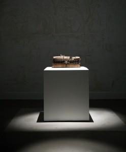 《魂想曲》透过不同的艺术装置和媒体,包括壁画、纱帘和投影等,为观众带来多重感官体验。