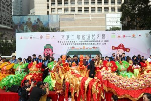 Guests gathered to perform the Eye-dotting Ceremony for a hundred-feet golden dragon and auspicious lions.
