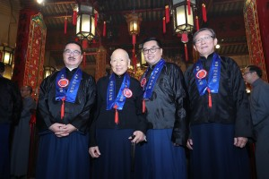 (From left) A group photo of Prof. CHOW Chun Kay, Stephen, GBS, JP, Member of the Advisory Board cum Chairman of Tung Wah Group of Hospitals 2001/2002, the Sacrificial Odes Reader, Mr. LAI Sze Nuen, SBS, JP, Chairman of Tung Wah Group of Hospitals 1969/1970, the Chief Celebrant, Dr. LEE Yuk Lun, JP, the Chairman of Tung Wah Group of Hospitals and Mr. YU Shiu Tin, Paul, BBS, JP, Member of the Advisory Board cum Chairman of Tung Wah Group of Hospitals 1988/1989, Master of the Ceremonies.