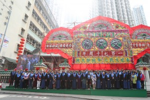 A group photo of Board Members of Tung Wah Group of Hospitals and guests in front of TWGHs Man Mo Temple upon the completion of the Autumn Sacrificial Rites.