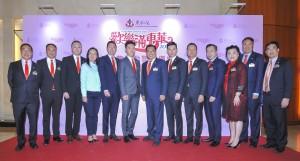 東華三院主席李鋈麟博士太平紳士(左七)及董事局成員合照