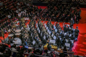 学生于东华三院中学联校毕业典礼上的精彩表演