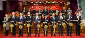 主席兼名譽校監李鋈麟博士太平紳士(前排左五)與董事局成員及嘉賓於剪綵儀式時合照