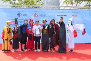 圖五及六為參賽者以別出心裁的創意服飾競逐「最佳造型奬」,為整個賽事增添不少趣味性。