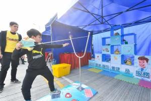 圖七及八為現場設有精彩表演、攤位遊戲及兒童樂園,讓參賽者可帶同孩子一同參與,灌輸運動和慈善精神。