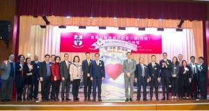 主席兼名譽校監李鋈麟博士太平紳士(左十一)在典禮上與董事局成員及嘉賓合照