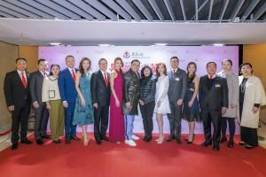 圖一:東華三院主席李鋈麟博士太平紳士(中)與一眾董事局成員及嘉賓出席頒獎晚會,答謝各界的鼎力支持。