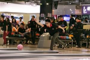 图五为参赛队伍落力比赛,积极为东华三院教育服务筹款。
