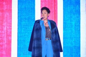 圖六及七為表演嘉賓關淑怡小姐及吳業坤先生為大家獻唱名多首流行歌曲,為現場觀眾帶來精彩的表演。