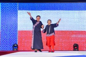 圖九為由著名時裝設計師何國鉦先生義務擔任榮譽顧問,並與其他本地時裝設計師合作,以「紅白藍」為主題的時裝表演,掀起全晚高潮。