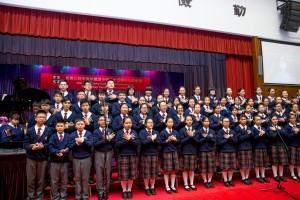 學生於東華三院甲寅年總理中學35周年校慶典禮上表演。