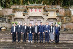 東華三院主席李鋈麟博士太平紳士與董事局成員及高級職員出席「馬場大火百周年紀念公眾活動」,向罹難者致祭。