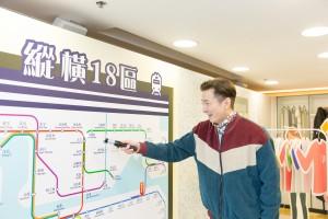 著名藝人胡渭康先生親身參與「模擬家居認知訓練體驗館」的遊戲,了解在日常生活上融入認知訓練的元素。