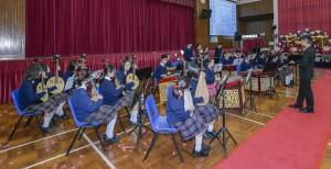 東華三院馮黃鳳亭中學學生於40周年校慶典禮上表演。