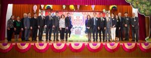 东华三院主席兼名誉校监李鋈麟博士太平绅士(左十)与董事局成员及嘉宾合照