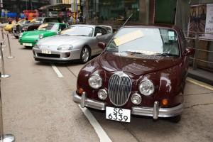 大會展出30架特色經典老爺車任由市民隨意拍照。