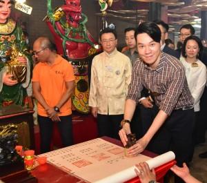 東華三院主席王賢誌先生為「油麻地天后誕」主禮,帶領一眾董事局成員和嘉賓進行賀誕,酬謝神恩,並為市民祈福消災,祝願香港繁榮安定。