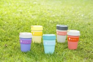 「iBakery x KeepCup」限定版咖啡杯 :杯身極輕又耐用,全杯配件可回收,安全無毒,不釋放BPA或BPS有毒物質。iBakery鼓勵顧客自攜杯享用飲品,為環保出一分力。