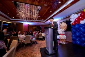 东华三院主席兼名誉校监王贤志先生士于欢迎晚宴上致辞。