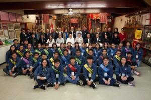 東華三院董事局成員及學生大使探訪洪門民治黨,了解海外華人團體的功能及價值。