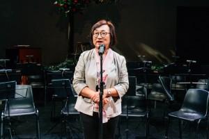 香港藝術發展局行政總裁周蕙心女士在音樂會上致辭。