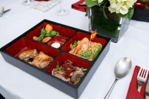 为长者而设的特色西班牙料理分别为大闸蟹馄饨,烧乳猪、西班牙炒饭和炸物拼盘及希腊乳酪。