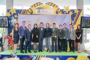 圖三為東華三院主席王賢誌先生邀請了不少演藝嘉賓到場支持。
