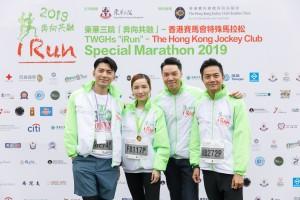 圖七為東華三院主席王賢誌先生(左三)與參賽選手及共融大使合照。