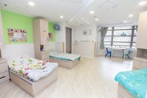 圖四為宿舍房間設計簡約,房內更設有獨立洗手間及浴室,讓舍友能在一個舒適環境下生活和學習獨立自主。