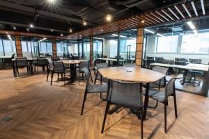 圖六為東華三院「 The Oasis青年共享空間」為青年人提供的工作平台。