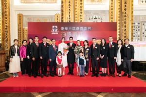 圖一為東華三院董事局成員與香港小姐暨國際中華小姐冠軍陳曉華小姐(左七)、香港小姐亞軍鄧卓殷小姐(右七)合照。