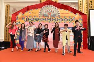 圖三為鳴芝聲劇團台柱蓋鳴暉小姐(右二)及吳美英小姐(右四)向將參與慈善演出的董事局成員傳授演出技巧。