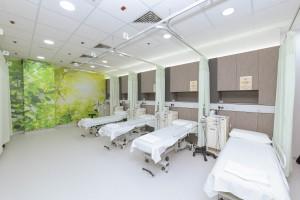 圖三及四:東華三院王胡麗明中醫診所設有1個藥房及1個針灸推拿治療室。