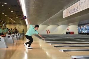 圖三為香港保齡球代表隊隊員作球技表演及教授球技,令嘉賓們獲益不淺。