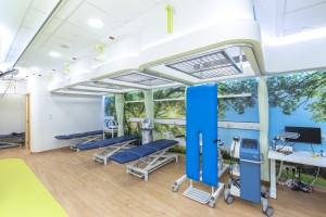 圖三至五:東華三院何超蕸綜合復康中心為市民提供一站式中醫及物理治療復康服務。