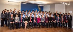 圖一:東華三院學生大使倫敦參訪團為期十天,從經濟、文化及教育等多方面深入了解英倫。圖為參訪團到訪香港駐倫敦經濟貿易辦事處。