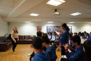 圖五:學生大使倫敦參訪團一行到訪華人社區中心,了解海外華人團體的角色及貢獻。