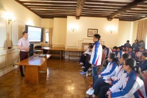 圖六及七:東華三院學生大使參觀劍橋大學。