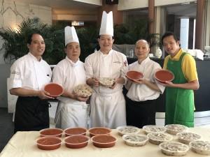 陽明山莊明園總廚黃浩初師傅與CookEasy廚師團隊合照
