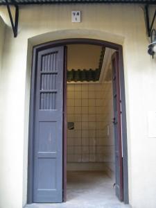 圖2為東華義莊內部空置的莊房,將以保留原有結構及外觀原貌的方式進行改裝,將可提供共1,560個骨灰龕位。