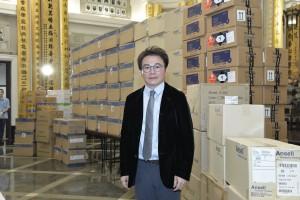 圖二為東華三院顧問馬鴻銘博士BBS太平紳士出錢又出力,私人捐助200萬於全球網絡採購抗疫物資,支持醫護人員,當仁不讓。