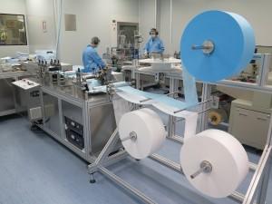 東華三院「醫用口罩無塵工場」的兩條口罩生產線已於7月正式投產,其口罩並已獲得ASTM I、II及III認證。生產線預期最高產量可達每月220萬個。