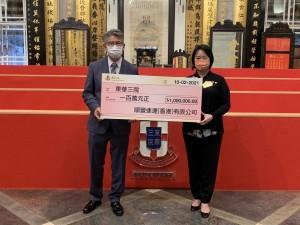 圖一為東華三院文頴怡主席(右)接受由順豐速運(香港)有限公司香港區總經理岑子良先生(左)致送的善款支票。